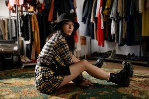 What Are the Pros and Cons of Shopping for Vintage Clothes